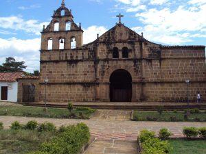 iglesia_parroquial_de_santa_lucia-_vista_frontal-_guane-_santander-_colombia